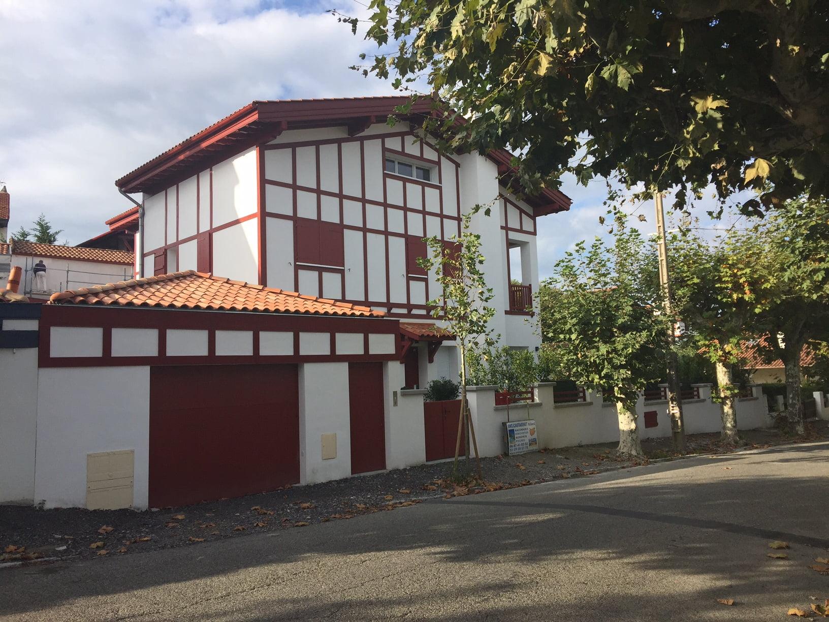 La n cessit de construire une maison au pays basque mopcom for Construire une villa