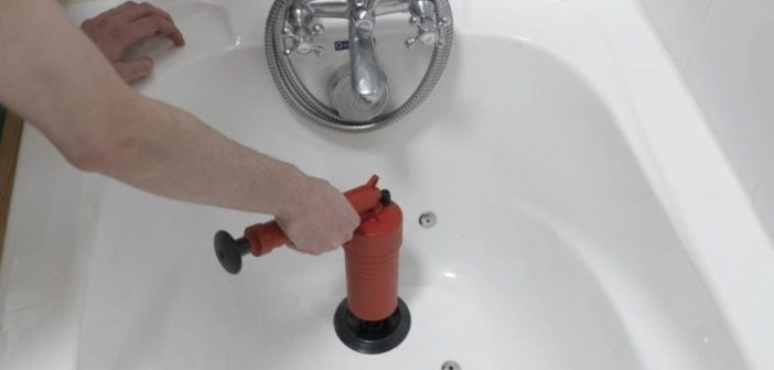 Déboucher une baignoire nos astuces